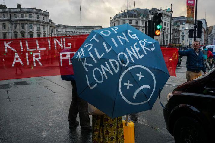 Sumir íbúar London hafa mótmælt viðvarandi loftmengun í borginni.