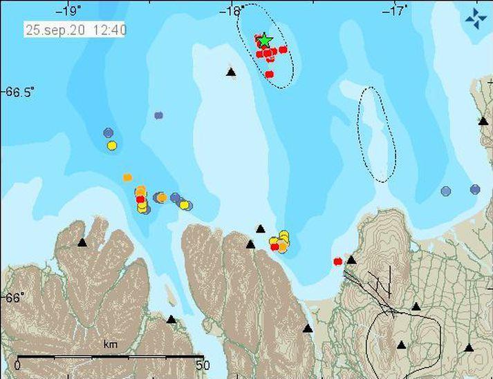 Jarðskjálftinn varð um 12 kílómetra norðaustan af Grímsey.