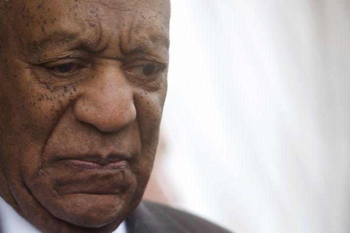 Gamanleikarinn Bill Cosby hefur verið dæmdur í fangelsi fyrir kynferðisglæpi sem hann framdi.