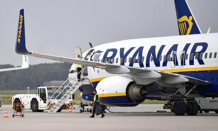 Ryanair hafði pantað 28 Boeing 737 Max-vélar áður en þær voru kyrrsettar. Tafir verða á afhendingu þeirra og því þarf félagið að fækka ferðum næsta sumar.