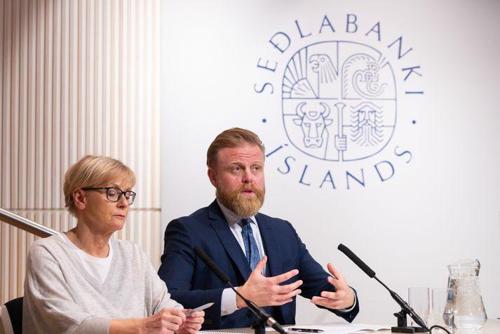 Rannveig Sigurðardóttir aðstoðarseðlabankastjóri og Ásgeir Jónsson seðlabankastjóri á opnum fundi Seðlabankans í gær.