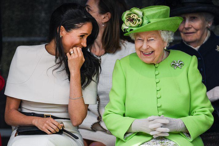 Meghan og Elísabet drottning meðan allt lék í lyndi.