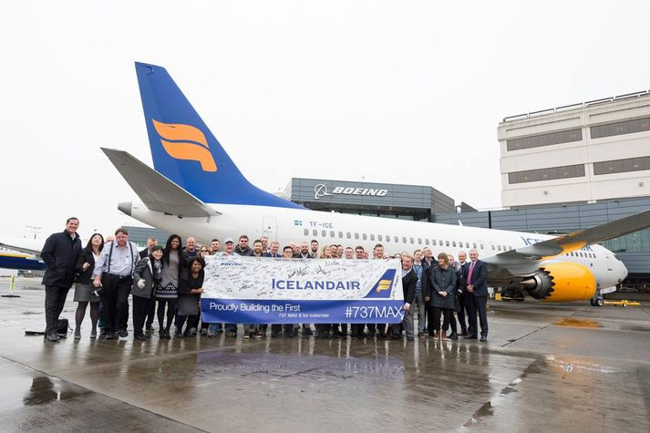Þotan TF-ICE komin í hendur starfsmanna Icelandair í Seattle í Bandaríkjunum.