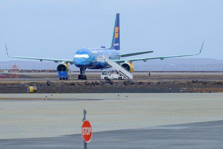 Flugfloti Icelandair á Keflavíkurflugvelli í samgöngubanni.