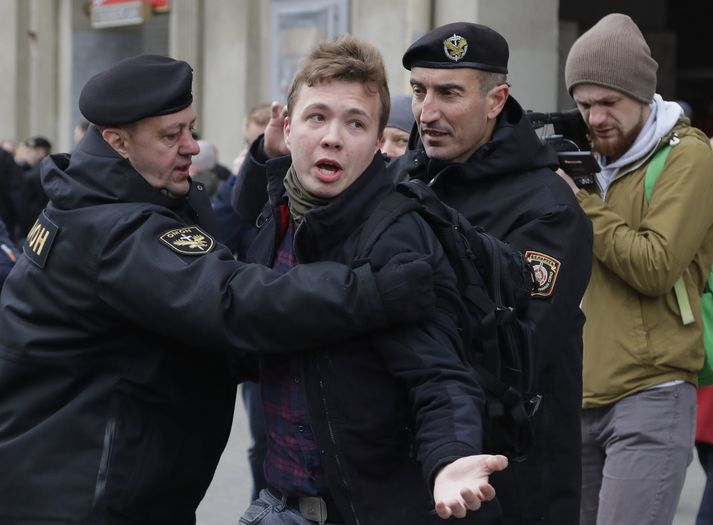 Protasevich var handtekinn í gær, en myndin er frá mótmælum í Minsk árið 2017.