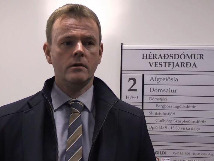 Jónas Þór Jónasson lögmaður stéttarfélaga skipverjanna.