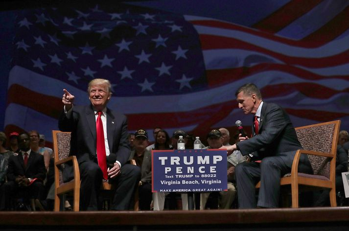 Donald Trump ásamt Michael Flynn á kosningafundi árið 2016.