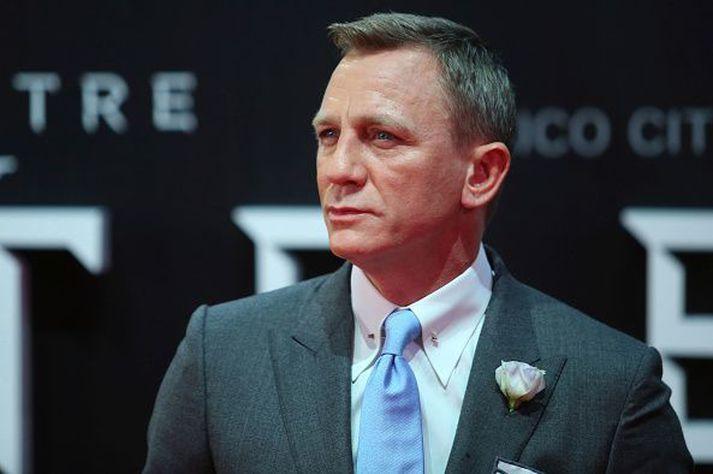 Daniel Craig fer með hlutverk Bond í síðasta sinn í myndinni.
