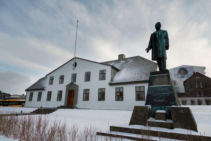 Katrín Jakobsdóttir forsætisráðherra staðfesti að Einar Karl sé kominn í veikingaleyfi en vildi annars ekki tjá sig um málið.