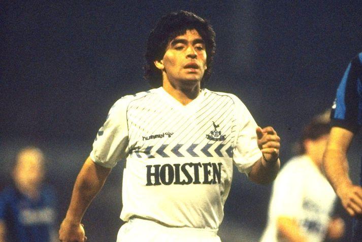 Diego Maradona í leik með Tottenham Hotspur í maí 1986. Rúmum mánuði síðar var hann orðinn heimsmeistari með argentínska landsliðinu.