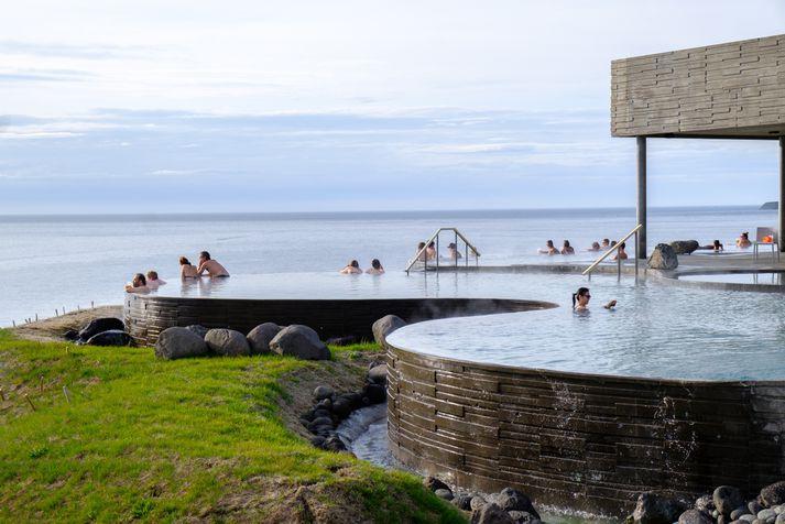 Sjóböðin eru með útsýni yfir Skjálfanda, Kinnarfjöll og allt norður að heimskautsbaug.