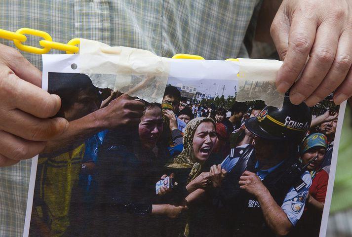 Íbúar Hong Kong mótmæltu ástandinu í Xinjiang á dögunum.