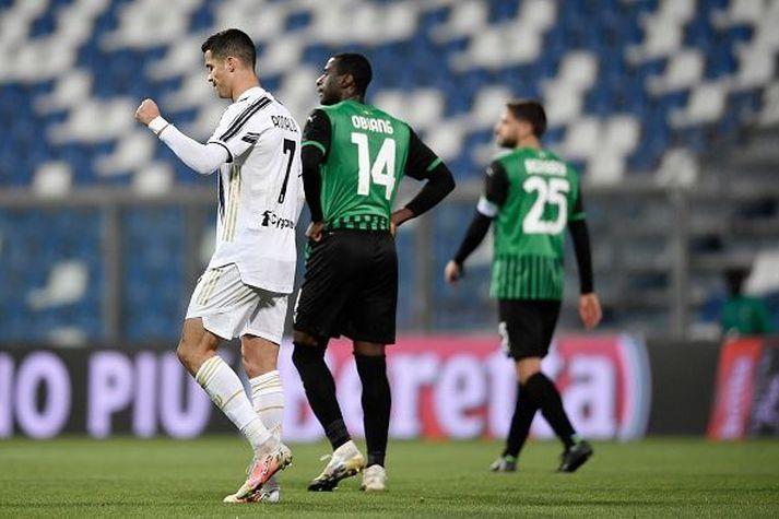 Ronaldo ánægður með markið sitt í kvöld.
