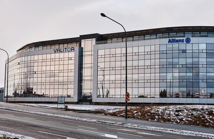 Allianz á Íslandi hagnaðist samanlagt um 908 milljónir króna á árunum 2015 og 2016. Félagið opnaði skrifstofu hér á landi árið 1994, en höfuðstöðvarnar eru í Hafnarfirði.