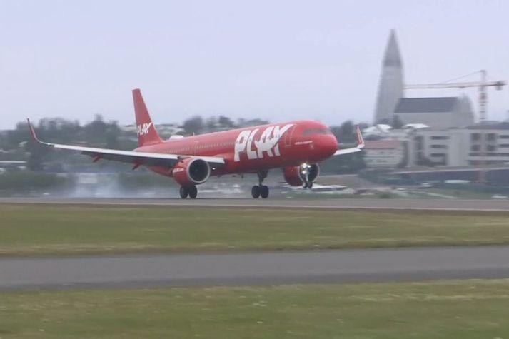 Pierwsze lądowanie samolotu PLAY w Reykjaviku