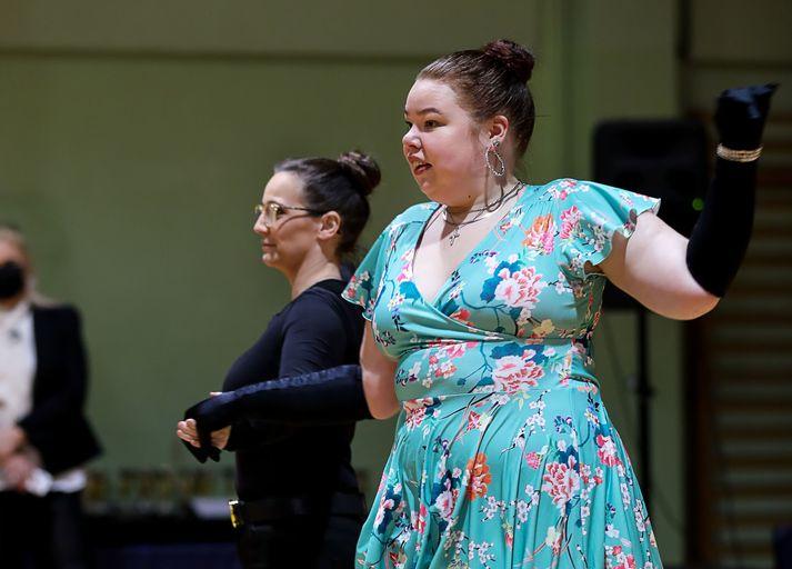 Agata og Lilja Rut dansa hér á móti.