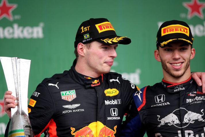 Verstappen og Gasly fagna á pallinum í Brasilíu.