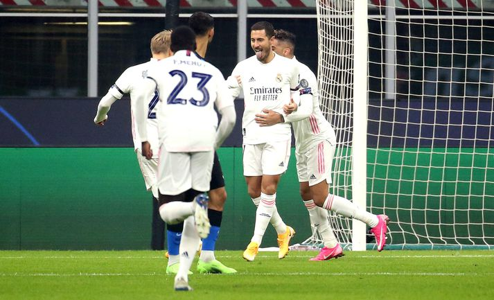 Leikmenn Real fagna marki Hazard í kvöld.