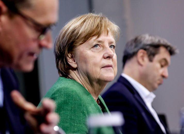 Merkel kanslari fundaði með leiðtogum sambandslandanna sextán. Í kjölfarið kynnti landsstjórnin framlengingu sóttvarnaaðgerða.