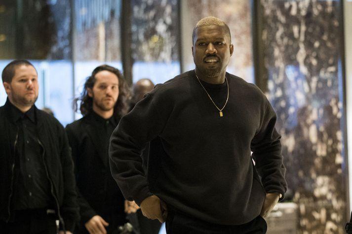 Aðdáendur og vinir rapparans Kanye West hafa lýst yfir áhyggjum af hegðun hans á Twitter seinustu vikuna.