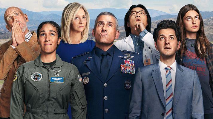 Það er valinn maður í hverju rúmi í Space Force af Netflix.