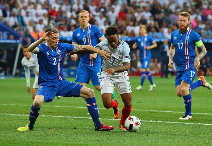 Birkir Már Sævarsson stóð í ströngu á móti Raheem Sterling á EM 2016.