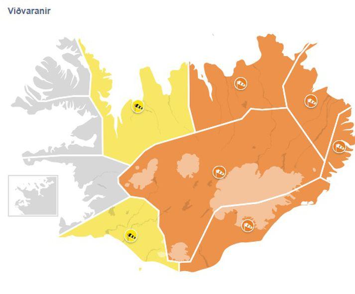 Appelsínugular og gular viðvaranir lita veðurkortið þennan morguninn.