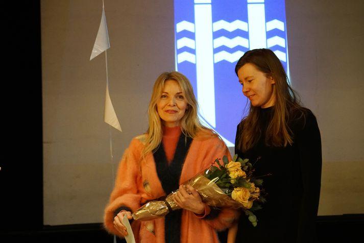 Pálína Jónsdóttir, stjórnandi Reykjavík Ensemble og Ewa Marcinek semstarfskona hennar við afhendingu styrks sem Listhópur Reykjavíkur.