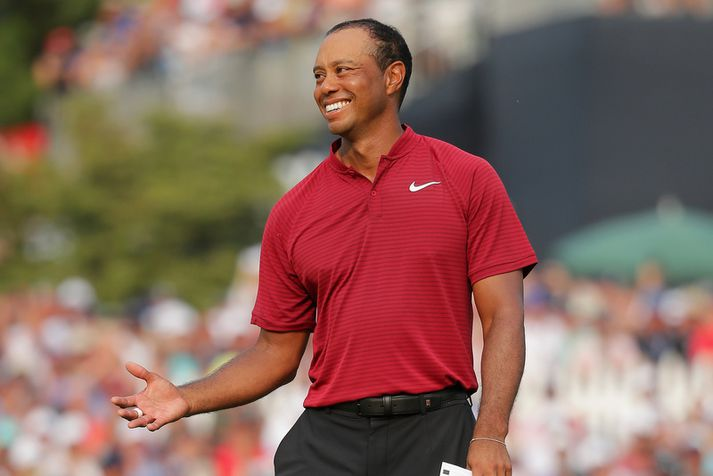 Tiger Woods hafði ástæðu til að brosa í gær.