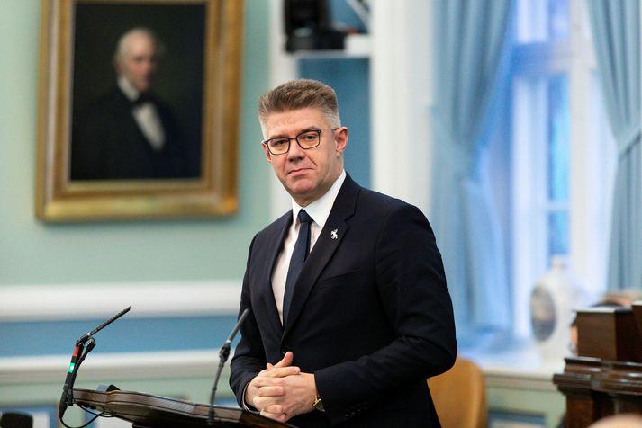 Gunnar Bragi Sveinsson, þingflokksformaður Miðflokksins, segir stjórnmálamenn ábyrga fyrir ólögmætri sóttkvíarskyldu.