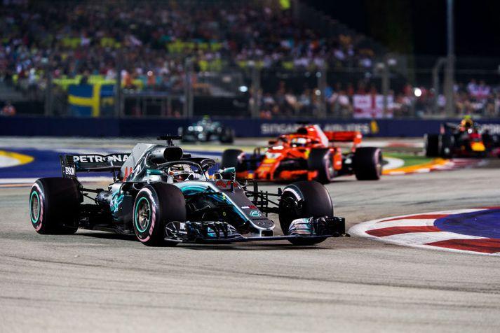 Lewis Hamilton vann í Singapúr í fyrra á leið sinni að heimsmeistaratitlinum.