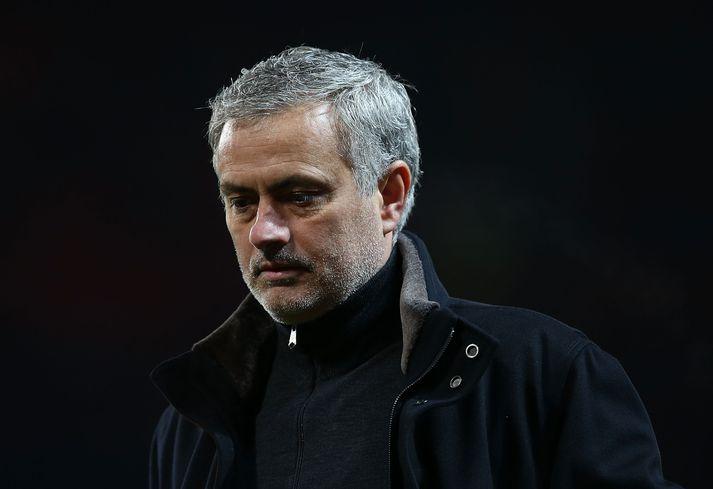 Mourinho svekktur á hliðarlínunni í kvöld.