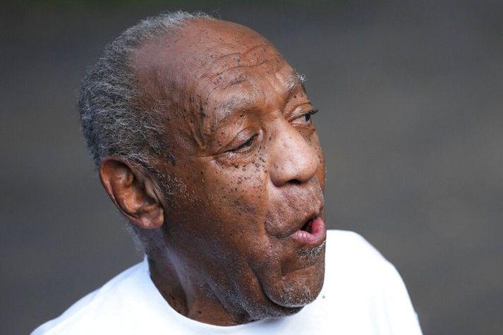 Bill Cosby, sem nú er 83 ára gamall, var sigurreifur þegar hann sneri heim til sín úr fangelsi í gær.
