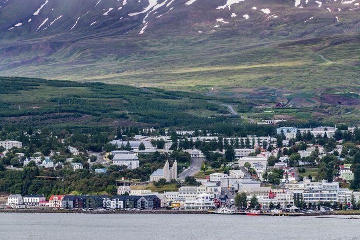 Árásin átti sér stað á heimili hins dæmda á Akureyri í september á síðasta ári.