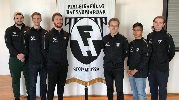 Liðsmenn Frozt vel merktir Fimleikafélaginu.