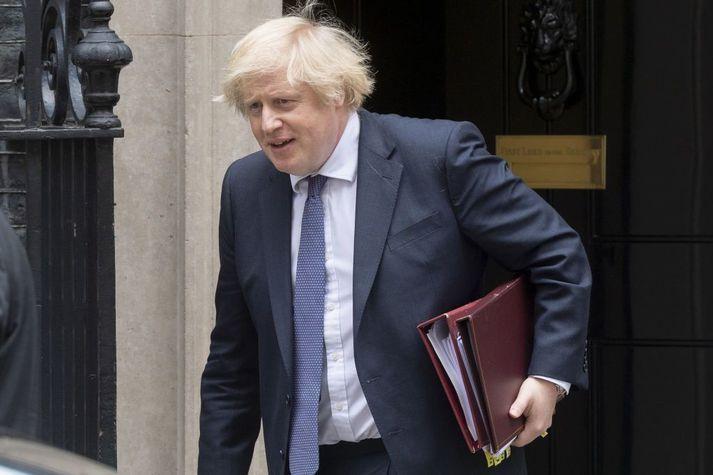 Boris Johnson, forsætisráðherra Bretlands, hefur opnað á möguleika fyrir hluta íbúa Hong Kong að flytjast til Bretlands og eiga möguleika á að sækja um ríkisborgararétt þegar fram í sækir.
