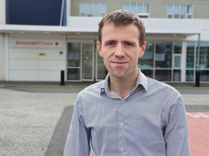 Martin Ingi Sigurðsson, yfirlæknir í svæfinga- og gjörgæslulækningum, við bráðamóttökuna í Fossvogi.