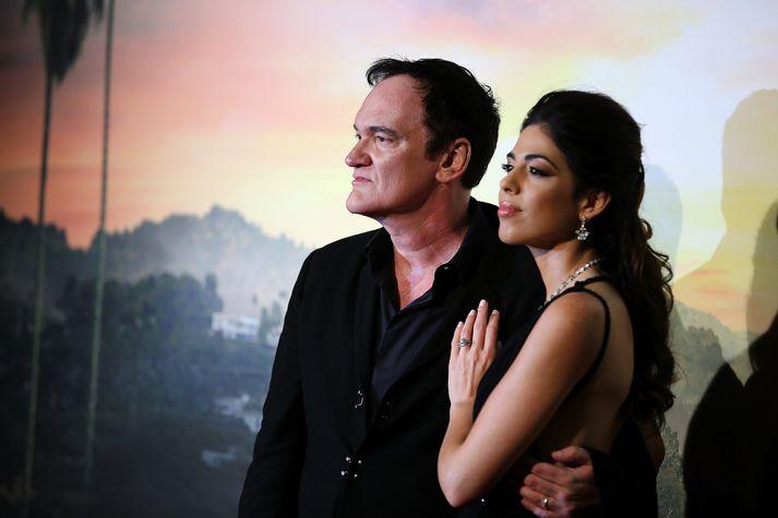 Hjónin giftu sig fyrir um ári síðan og eiga nú von á barni. Daniella Pick lék í nýjustu kvikmynd leikstjórans Once Upon a Time in Hollywood.
