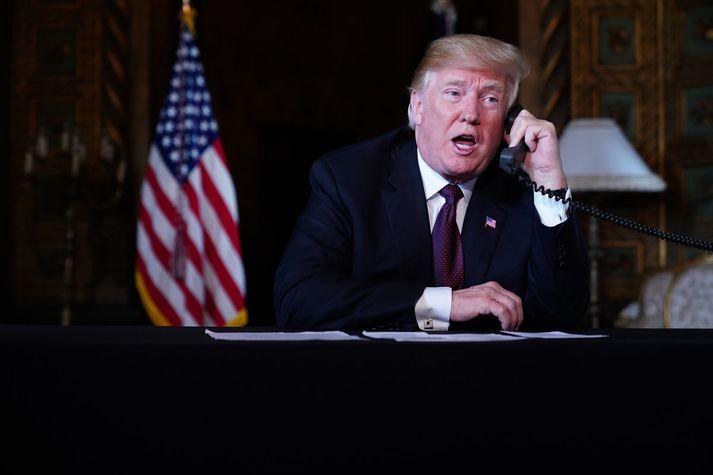 Donald Trump er hann ræddi við hermenn í síma í gær. Nordicphotos/AFP
