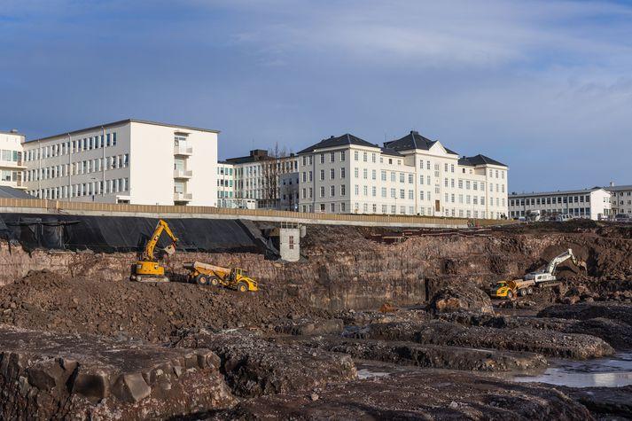 Framkvæmdir við byggingu nýs Landspítala munu kosta meira en upphaflega var gert ráð fyrir.