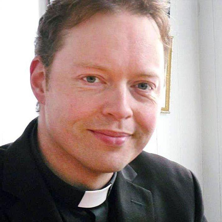 Séra Fjölnir Ásbjörnsson, sóknarprestur í Holtsprestakalli, er kominn í ferðaþjónustubransann.