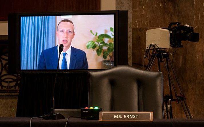 Zuckerberg og félagar hjá Facebook ætla ekki að gefa Trump færi á að breiða út boðskap sinn á Facebook og Instagram á næstu dögum og vikum.