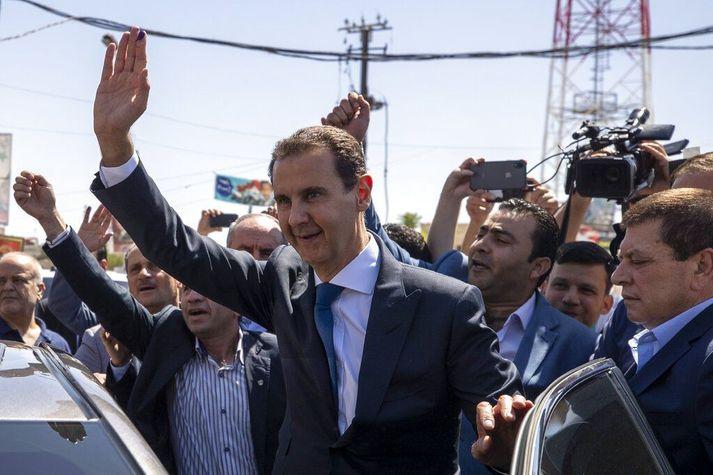 Bashar as-Assad tók við embætti forseta Sýrlands árið 2000. Hann tók við embættinu af Hafez al-Assad, föður sínum, sem stýrði landinu frá 1971 til 2000.