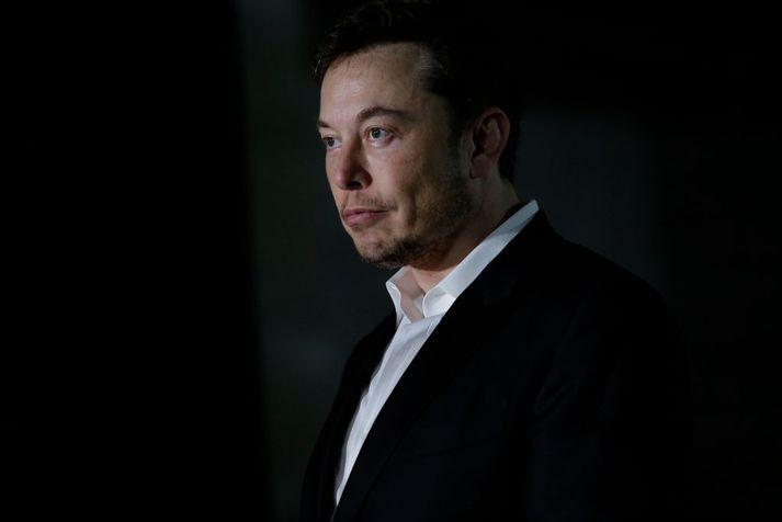Elon Musk lofaði í síðustu viku að hætta vera grimmur á samfélagsmiðlum.