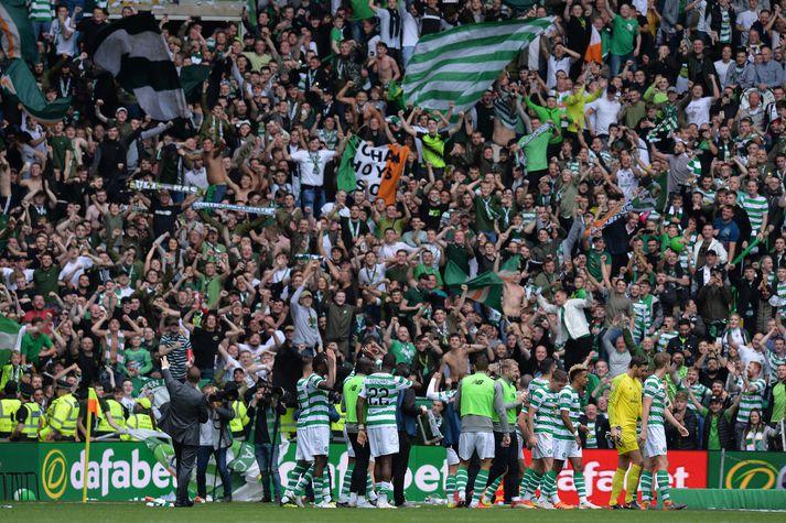 Leikmenn Celtic fagna eftir sigurinn.