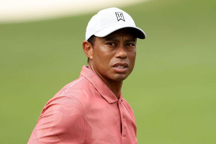 Tiger Woods lenti í slæmu bílslysi í kvöld.