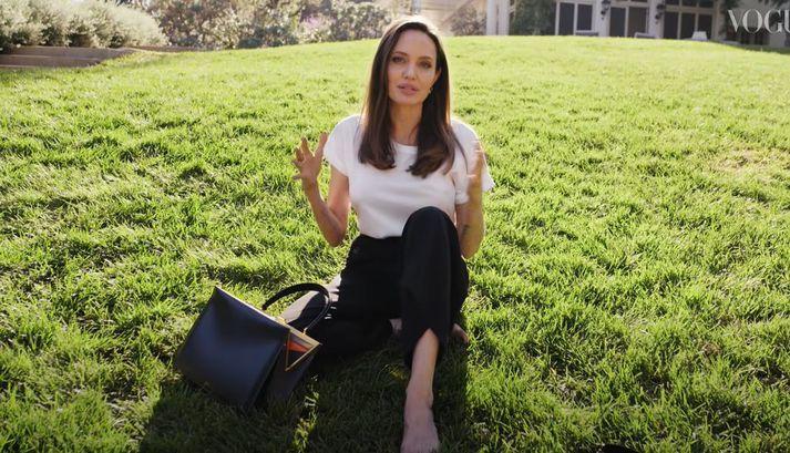 Jolie er nokkuð skemmtileg í innslagi Vogue.