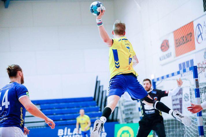 Lárus Helgi Ólafsson varði frábærlega í marki Fram gegn KA.