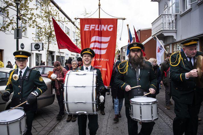 Heildartekjur einstaklinga 2017 voru að meðaltali 6,4 milljónir en miðgildið um 5 milljónir.