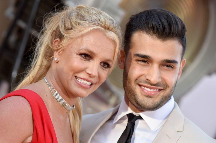 Britney Spears og Sam Asghari kynntust árið 2016 og opinberuðu samband sitt ári síðar.